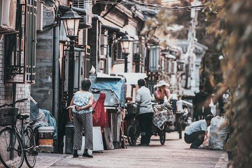 Imagine de stoc gratuită din asiatici, case, drum, femeie în vârstă