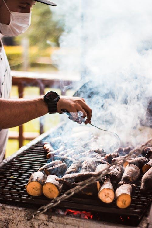adam, alaz, alev, aşçı içeren Ücretsiz stok fotoğraf