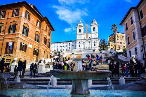 fontana della barcaccia, 临街, 人, 低角度 的 免费素材照片