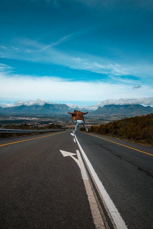 Kostnadsfri bild av asfalt, berg, bergen, distans