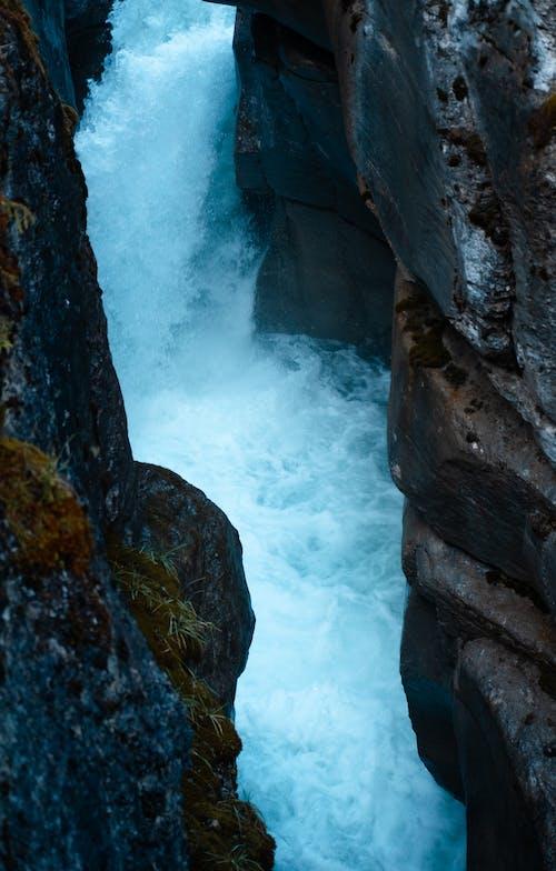 #キャニオン#滝#水#青#石垣の無料の写真素材