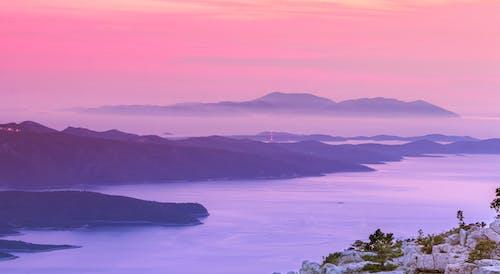 Foto d'estoc gratuïta de cel al capvespre, illes, mar, paisatge