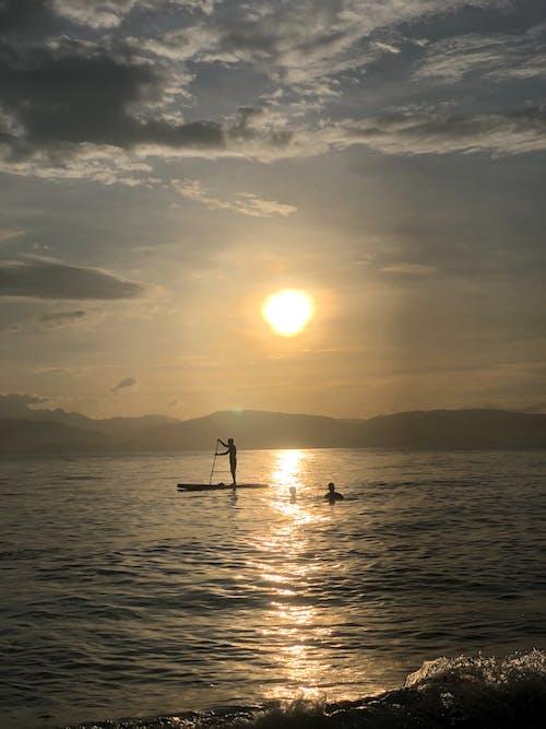 deniz kenarı, güzel gün batımı içeren Ücretsiz stok fotoğraf