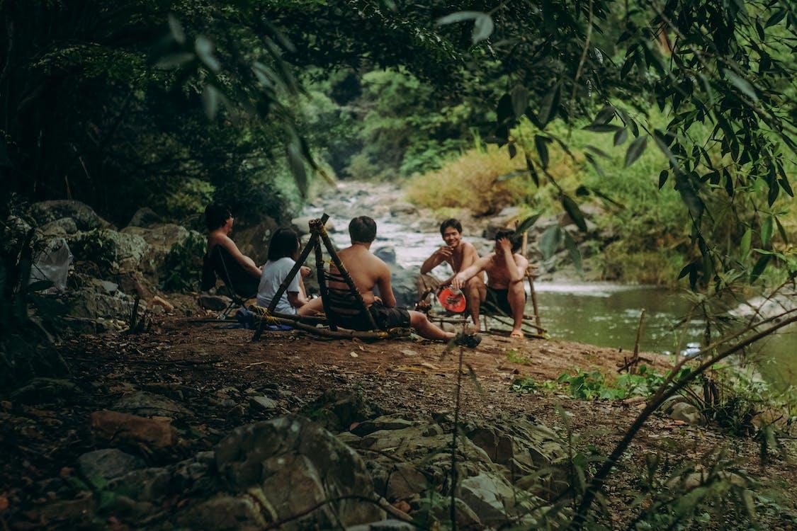 активный отдых, берег реки, бушкрафт