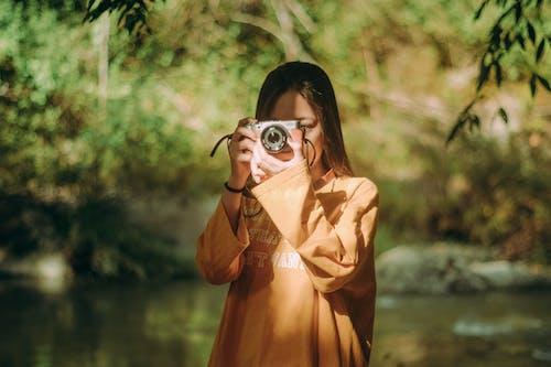 Безкоштовне стокове фото на тему «азіатська жінка, вираз обличчя, Денне світло, жінка»