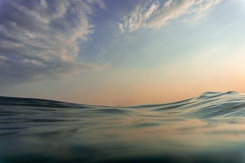 bulutlar, dalgalar, deniz, el sallamak içeren Ücretsiz stok fotoğraf