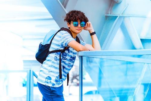 Ilmainen kuvapankkikuva tunnisteilla aasialainen mies, asento, asu, aurinkolasit