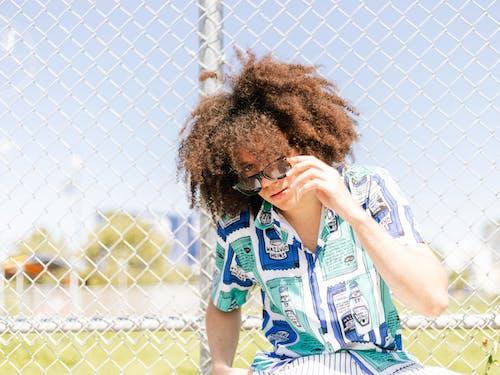 Gratis stockfoto met afro, brillen, buitenshuis, casual