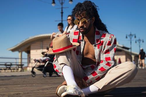 Foto d'estoc gratuïta de assegut, cabell, conjunt de roba, de moda