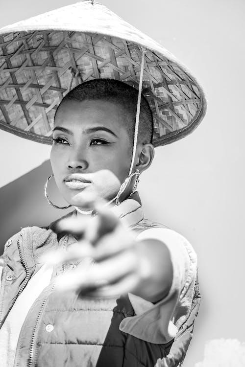 Imagine de stoc gratuită din alb-negru, arată cu degetul, asina femeie, chel