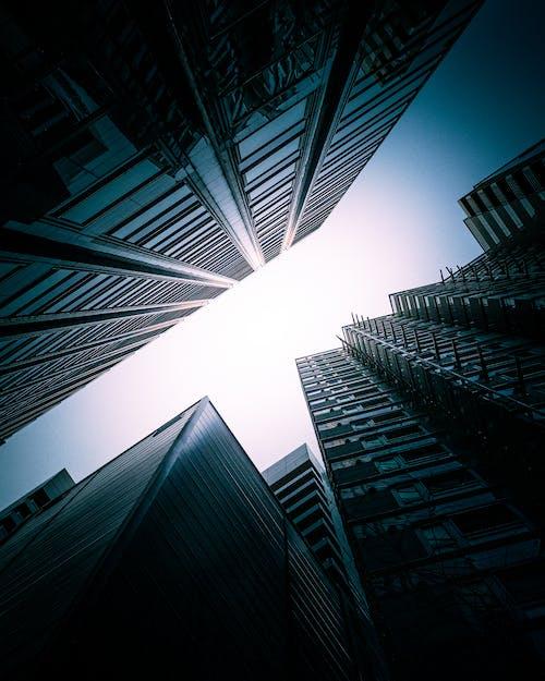 Foto profissional grátis de arquitetura, arranha-céus, comércio, contemporâneo