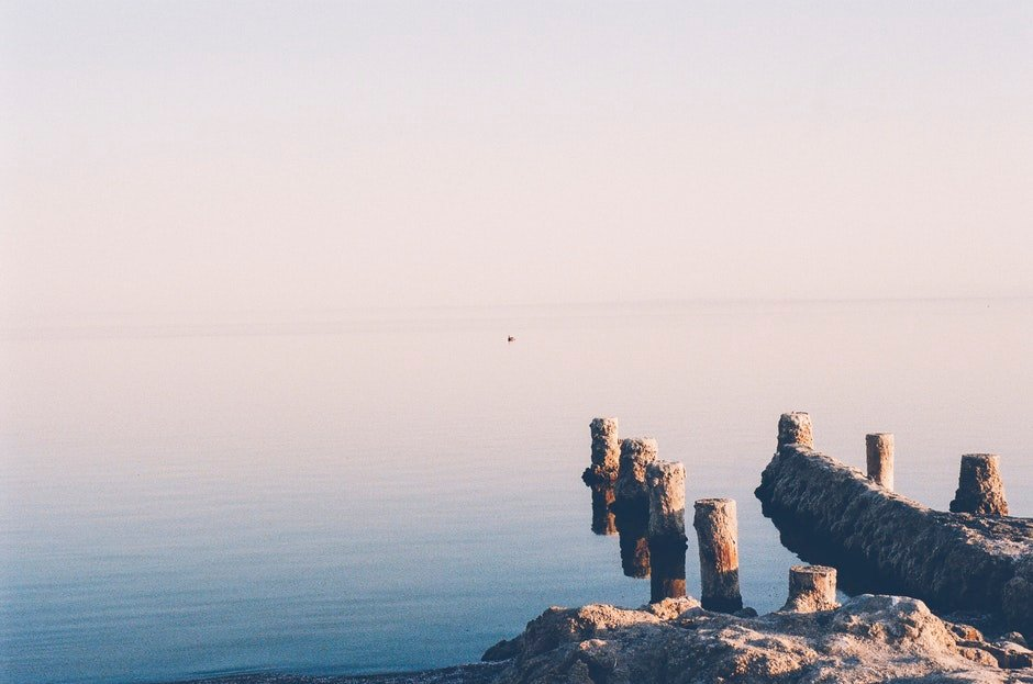 sea, whitespace
