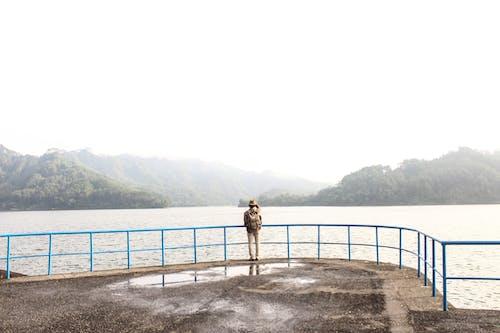 Foto profissional grátis de água, atraente, beira-mar, cerca