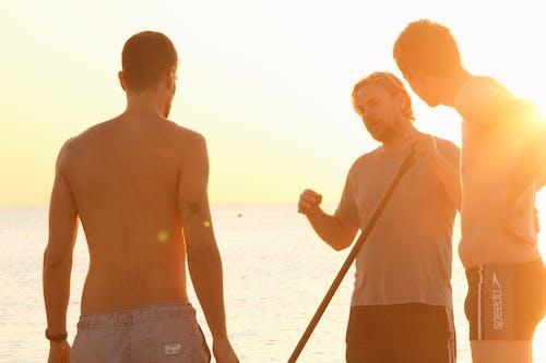 Безкоштовне стокове фото на тему «єднання, без сорочки, берег, відпустка»