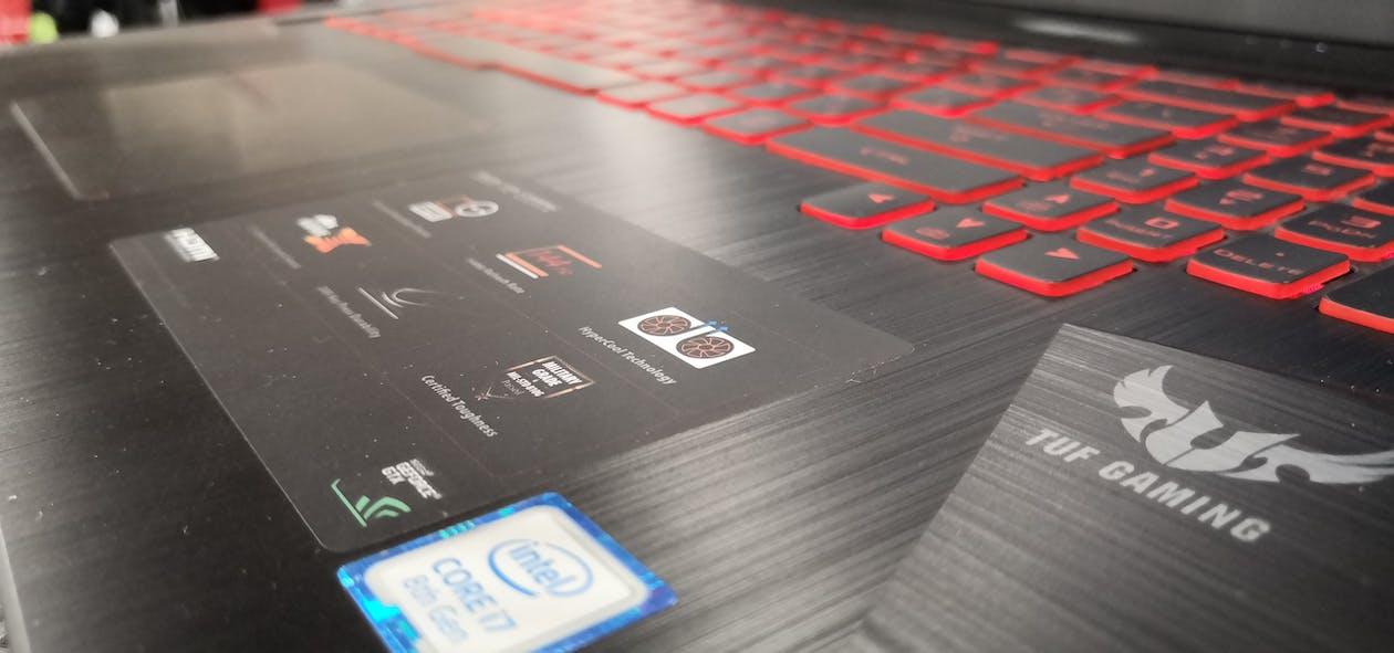 Fotos de stock gratuitas de ordenador portátil, portátil para juegos, procesador i7