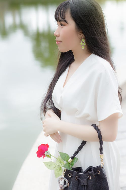 Foto stok gratis bunga-bunga, ekspresi muka, gadis cantik, gadis-gadis muda