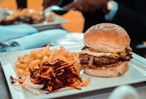 Gratis stockfoto met avondeten, broodje hamburger, burger, eten