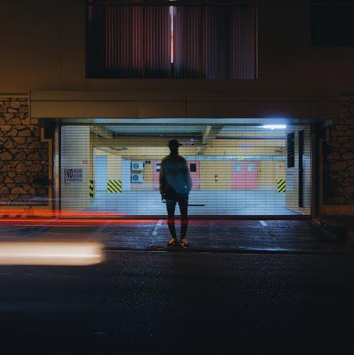 人, 光, 光線, 光迹 的 免费素材照片