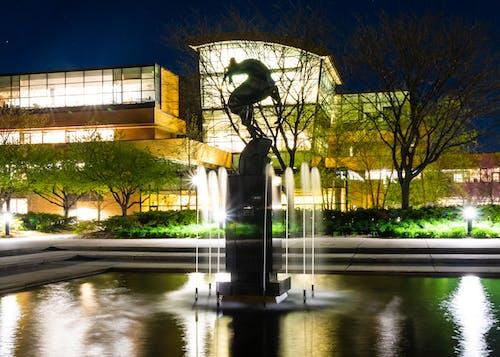 Photos gratuites de bâtiment, campus, contraste, fontaine