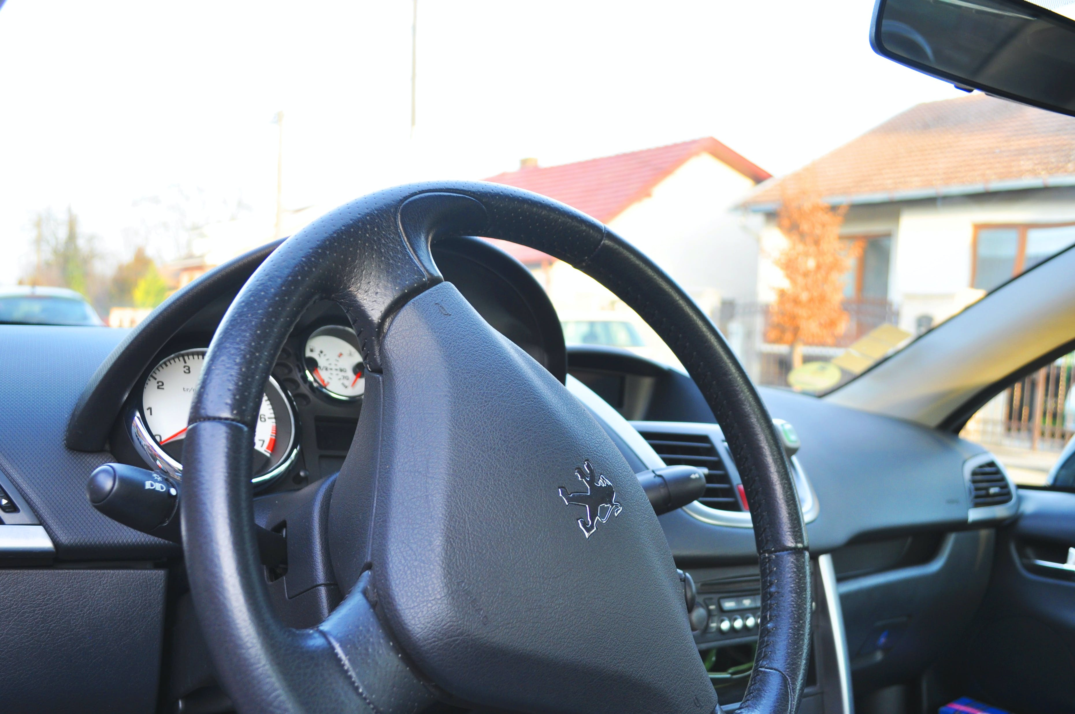 Fotobanka sbezplatnými fotkami na tému auto, domy, interiér auta, ovládací panel