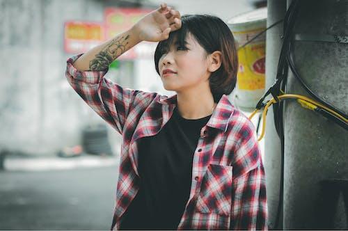 亞洲女人, 休閒裝, 刺青, 刺青的 的 免费素材照片