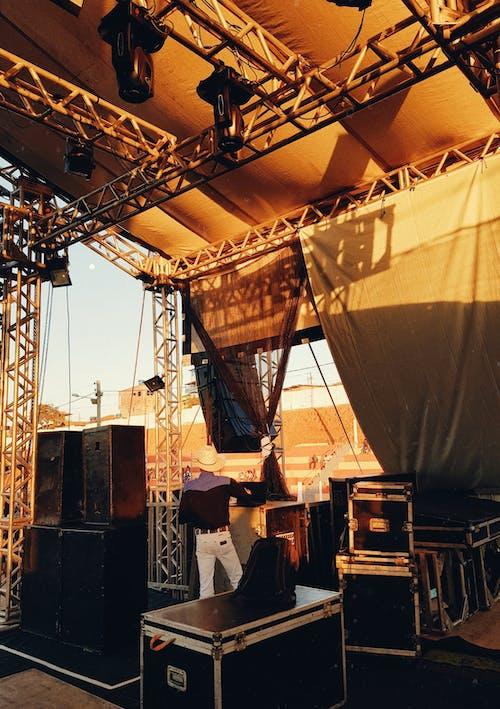 おとこ, コンサート会場, ステージ, スピーカーの無料の写真素材