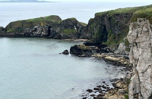 Foto profissional grátis de costa, falésias, irlanda do norte, ponte de corda