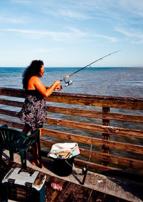 Δωρεάν στοκ φωτογραφιών με αλιεία, αναψυχή, γυναίκα, ελεύθερος χρόνος