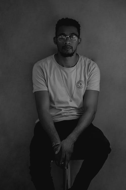 Ilmainen kuvapankkikuva tunnisteilla 20-25-vuotias mies, afrikkalainen mies, aurinkolasit, hymyily