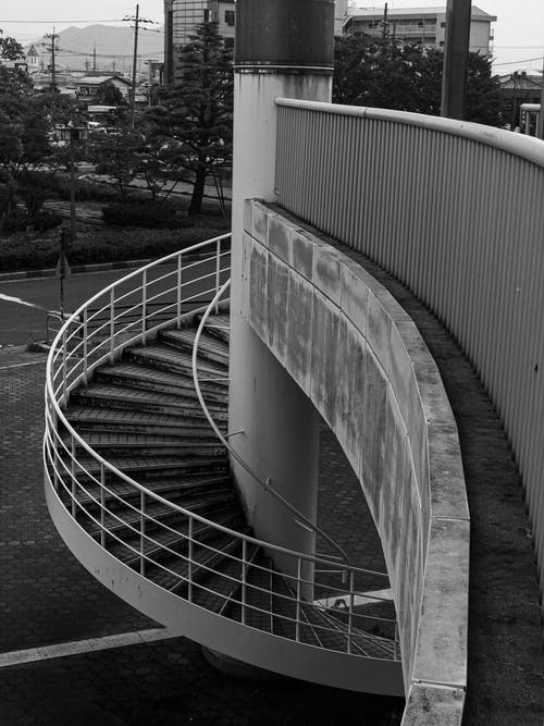 Kostenloses Stock Foto zu # p & b #nocolor #arquitecture #stairs #walpaper