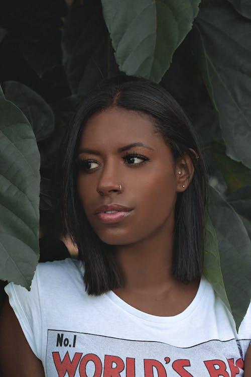Δωρεάν στοκ φωτογραφιών με Αφρικανή, αφροαμερικάνα γυναίκα, γυναίκα, κοιτάζω μακριά
