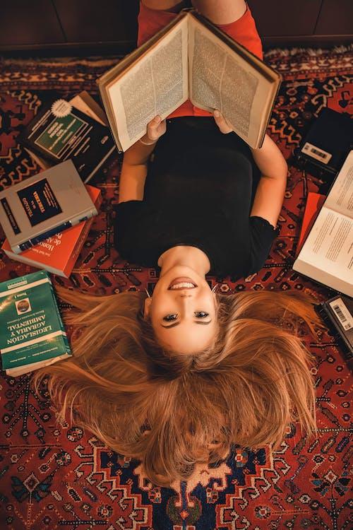 ανάποδα, ανεστραμμένο, βιβλία