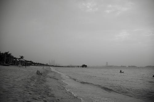 두바이, 바다, 버즈 알 아랍, 블랙 앤 화이트의 무료 스톡 사진