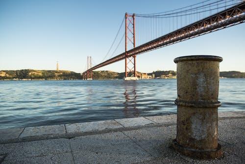 Gratis lagerfoto af 25 de abril bro, arkitektur, bro, hav