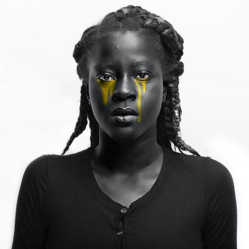 Afrikalı kadın, afrikalı-amerikalı kadın, ağlamak, bakmak içeren Ücretsiz stok fotoğraf