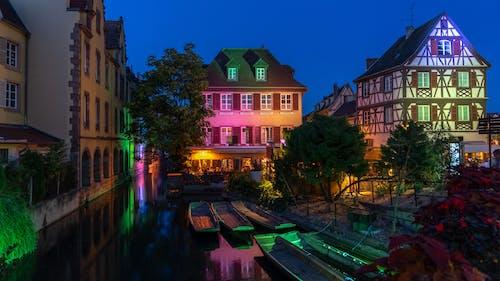 反射, 城市, 房子, 晚上 的 免费素材照片