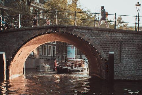 강, 걷고 있는, 교통, 교통체계의 무료 스톡 사진