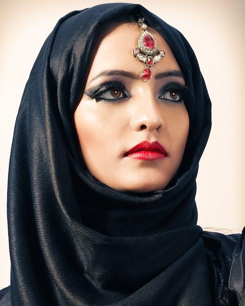 Ảnh lưu trữ miễn phí về Chân dung, khăn trùm đầu, mặc truyền thống, người phụ nữ xinh đẹp