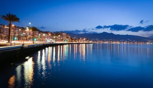 alacakaranlık, deniz, şehir Işıkları içeren Ücretsiz stok fotoğraf
