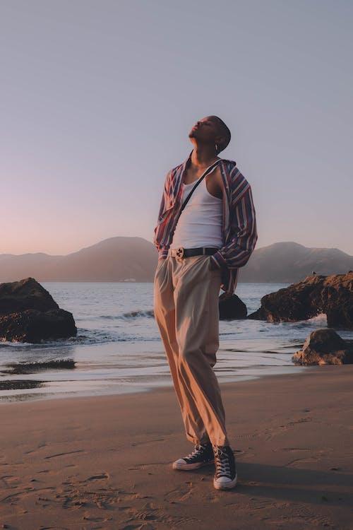 Δωρεάν στοκ φωτογραφιών με casual, ακτή, άμμος, άνδρας