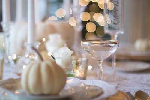 Gratis arkivbilde med bestikk, bordoppsett, champagneglass, elegant