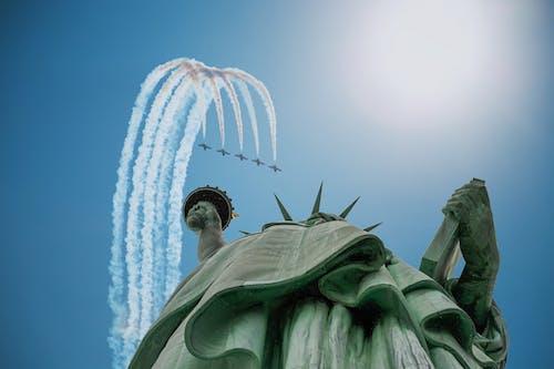 Foto profissional grátis de aeronaves, arquitetura, arranha-céus, arte