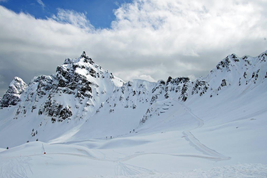 Alpit, flunssa, hiihtää