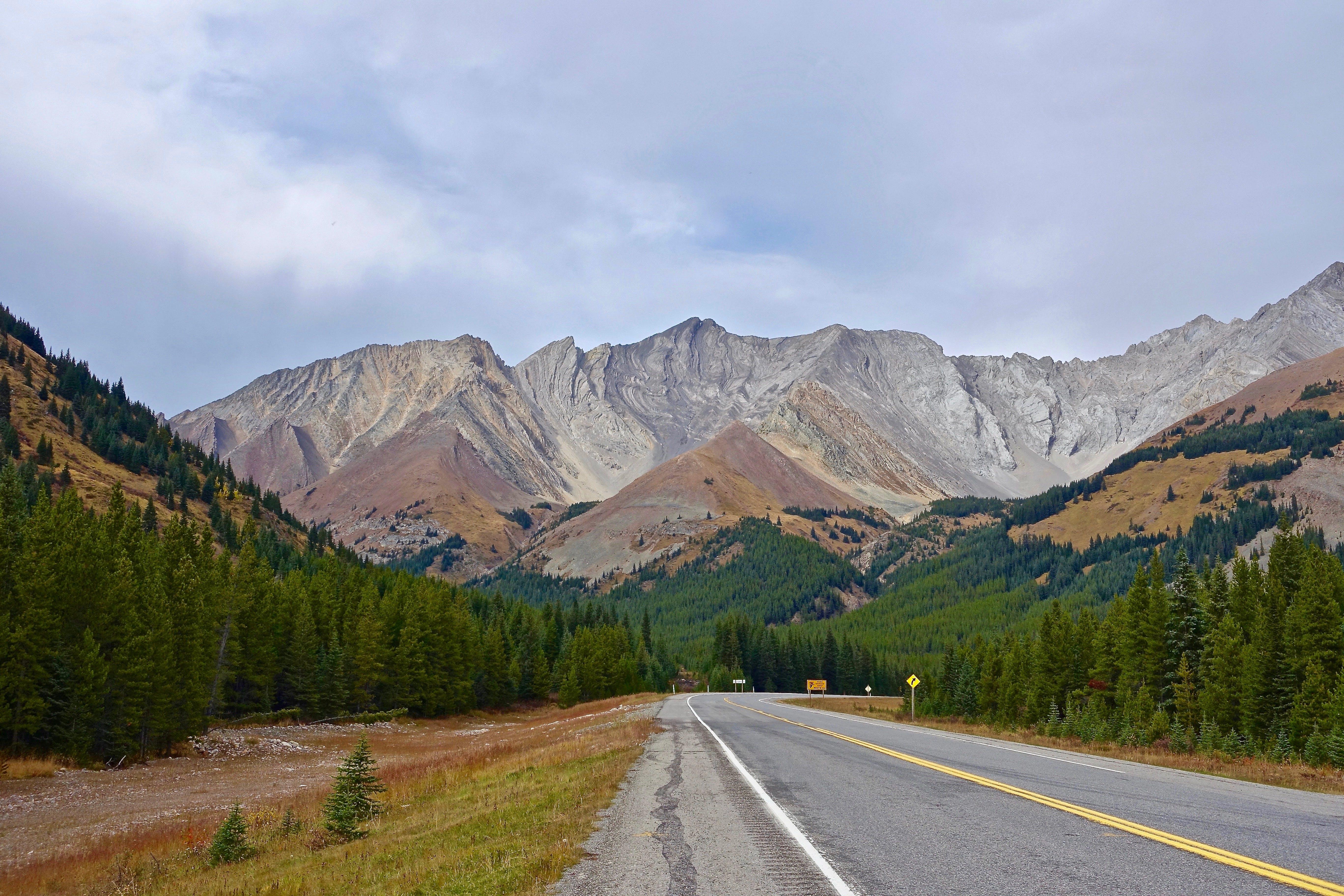 Kostenloses Stock Foto zu autobahn, berg, felsiger berg, gipfel