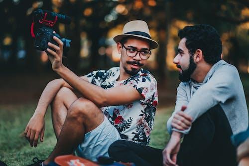 Kostenloses Stock Foto zu brille, brillen, draußen, erholung