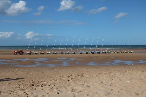 Безкоштовне стокове фото на тему «блакитне небо, море, пляж»