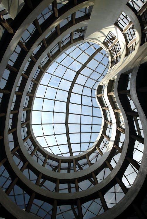 Niedrigwinkelfotografie Des Hochhausgebäudes