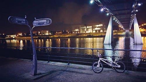 Безкоштовне стокове фото на тему «дорожні знаки, знаки, міст, місто»