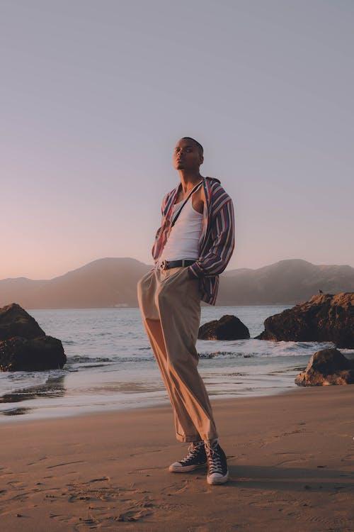 人, 休閒, 岸邊, 悠閒 的 免费素材照片