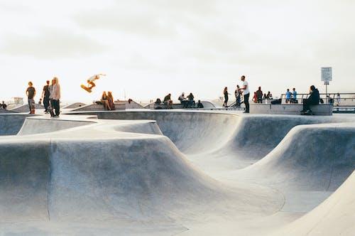 Základová fotografie zdarma na téma jízda na skateboardu, kolečkové brusle, lidé, park